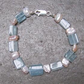 Luxe relatiegeschenken van Artihove - De kam, armband zoetwaterparels - ANKM000022