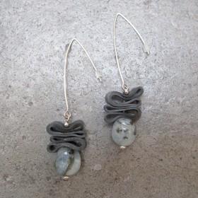 Luxe relatiegeschenken van Artihove - De kam, oorbellen aquamarijn rubber - ANKM000024