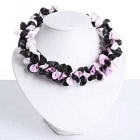 Tjon a ten, ketting zwart/roze