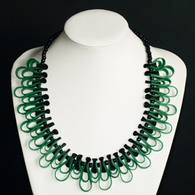 Tjon a ten, ketting zwart/groen