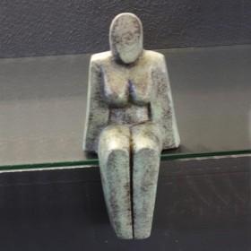 Luxe relatiegeschenken van Artihove - Lamers, zittende vrouw klein - GIU002830