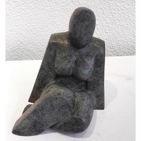 Luxe relatiegeschenken van Artihove - Lamers, schuin zittende vrouw - GIUM002835