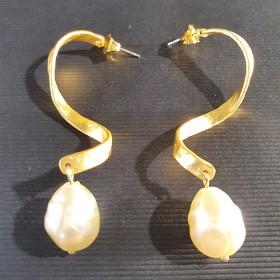 Luxe relatiegeschenken van Artihove - Fotini, oorbellen goud met parel - LIAM000010