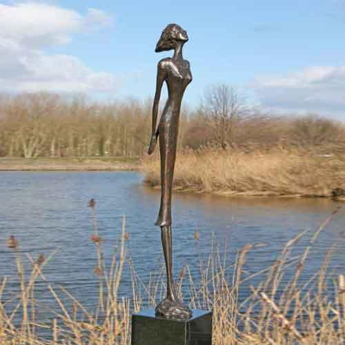 Luxe relatiegeschenken van Artihove - Sculptuur - Brons - De trotse vrouw - 001158MSB kopen in de Artihove sculpturen shop - 001158MSB