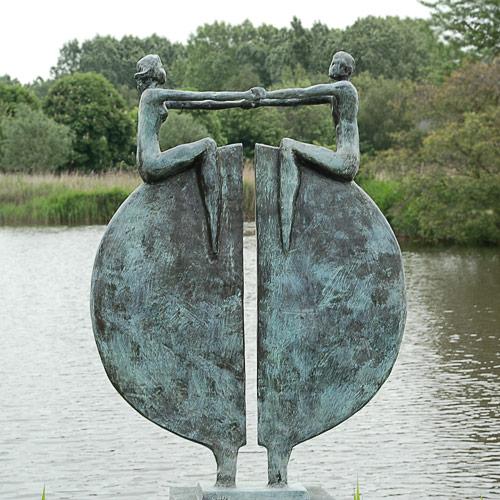 Luxe relatiegeschenken van Artihove - Sculptuur - Brons - Nieuw perspectief - 010138MSB kopen in de Artihove sculpturen shop - 010138MSB