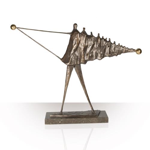 Luxe relatiegeschenken van Artihove - Sculptuur - Brons - Met ons allen naar hetzelfde doel - 011005MSB kopen in de Artihove sculpturen shop - 011005MSB