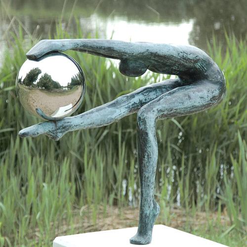 Luxe relatiegeschenken van Artihove - Sculptuur - Groen rvs gepolijst - De wereld van... - 016475MSB kopen in de Artihove sculpturen shop - 016475MSB