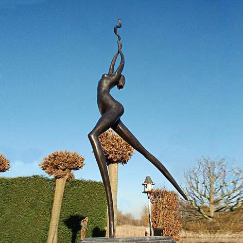 Luxe relatiegeschenken van Artihove - Sculptuur - Bruin - Candle in the wind - 016513MSB kopen in de Artihove sculpturen shop - 016513MSB