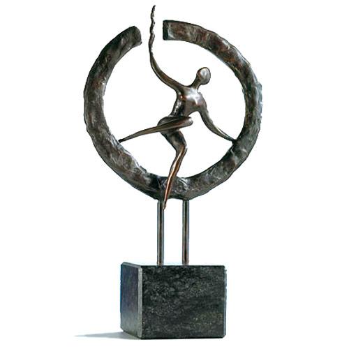 Luxe relatiegeschenken van Artihove - Sculptuur - Brons - Op weg naar het nieuwe - 016514MSBQ kopen in de Artihove sculpturen shop - 016514MSBQ
