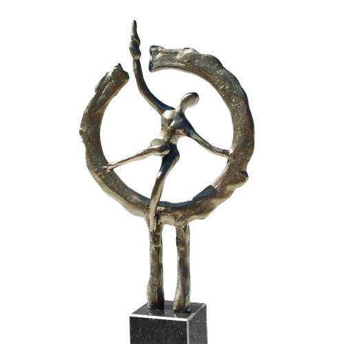 Luxe relatiegeschenken van Artihove - Sculptuur - Verbronsd - Op weg naar het nieuwe - 016697MSLQ kopen in de Artihove sculpturen shop - 016697MSLQ