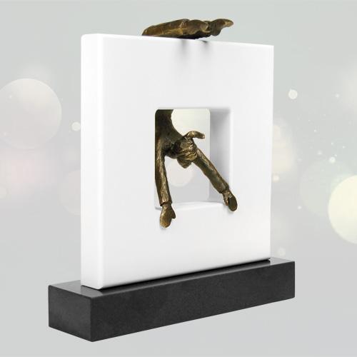 Luxe relatiegeschenken van Artihove - Sculptuur - Verbronsd - Van alle kanten bezien - 018270MSL kopen in de Artihove sculpturen shop - 018270MSL