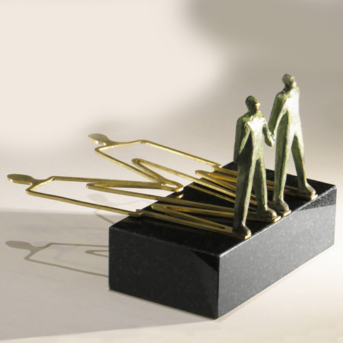 Luxe relatiegeschenken van Artihove - Sculptuur Together to a positive future - 018365MSL kopen in de Artihove sculpturen shop - 018365MSL