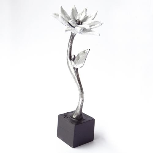 Luxe relatiegeschenken van Artihove - Sculptuur - Verzilverd - Zeg het met een bloem - 018371MSLQ kopen in de Artihove sculpturen shop - 018371MSLQ