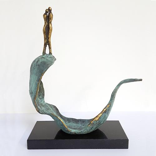 Luxe relatiegeschenken van Artihove - Sculptuur - Brons - Samen op de voorste golf - 018411MSB kopen in de Artihove sculpturen shop - 018411MSB
