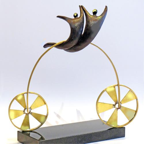 Luxe relatiegeschenken van Artihove - Sculptuur - Verbronsd - Innovatief vooruit - 018528MSLQ kopen in de Artihove sculpturen shop - 018528MSLQ