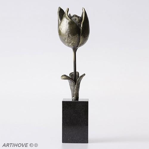 Luxe relatiegeschenken van Artihove - Sculptuur - Verbronsd - Spring tulip - 018684MSL kopen in de Artihove sculpturen shop - 018684MSL