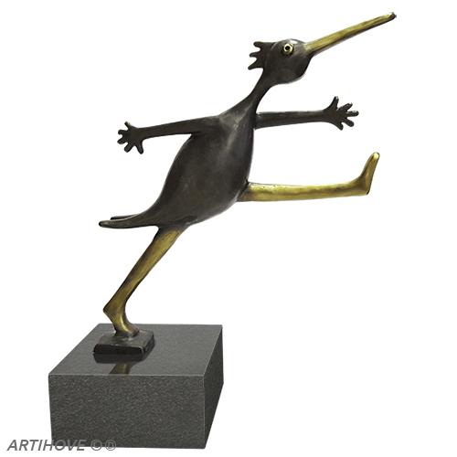 Luxe relatiegeschenken van Artihove - Sculptuur - Brons - De gouden stap - 018713MSB kopen in de Artihove sculpturen shop - 018713MSB