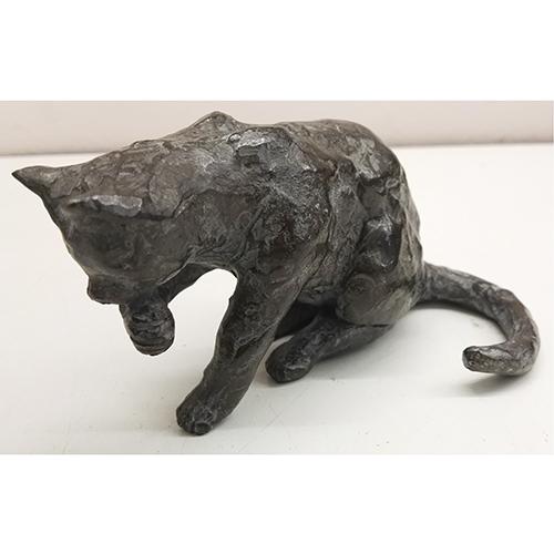 Luxe relatiegeschenken van Artihove - Sculptuur - Brons - Gort, likkende poes - FRG001934 kopen in de Artihove sculpturen shop - FRG001934
