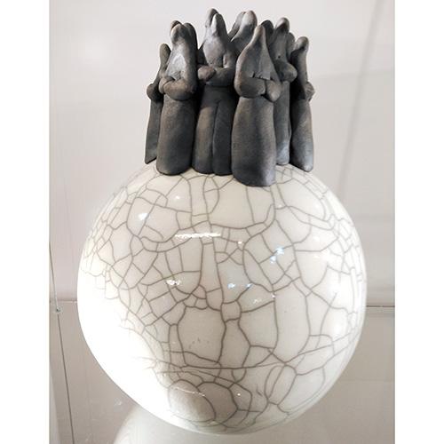 Luxe relatiegeschenken van Artihove - Geschenk Bloks, bol met mensfiguren - HENM000800 kopen van Artihove | Keramische sculpturen - HENM000800