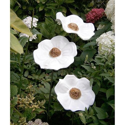Luxe relatiegeschenken van Artihove - Geschenk Jongejan, set van 3 klaprozen wit - HILM005041 kopen van Artihove | Keramische sculpturen - HILM005041
